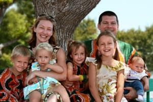 James ja Tiina May perheineen
