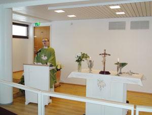 Pastori Pekka Hyppönen saarnaa Joonan seurakunnassa, Lappeenrannassa.
