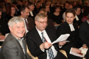 Lähetyshiippakunnan perustajaseurakuntien edustajat ja papisto kokoontuivat 16.3.2013 Lahteen perustamiskokoukseen.