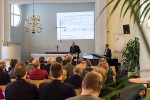 Lähetysneuvoston puheenjohtaja Harri Lammi ja LähetyskoordinaattoriTuomo Simojoki esittelivät Lähetyshiippakunnan Lähetysstrategian