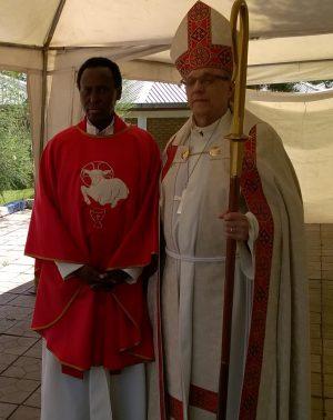 Ordinaation jälkeen: pastori Mohamed Gurhan ja piispa Risto Soramies