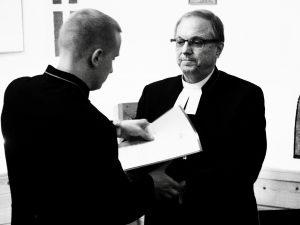 Pappeuskirjan antaminen